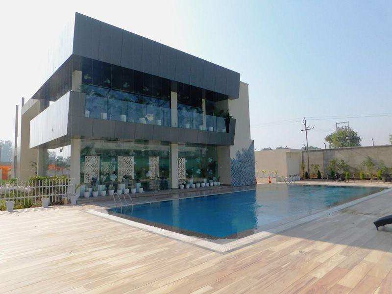 3bhk flats in zirakpur highland park club house-cascade buildtech