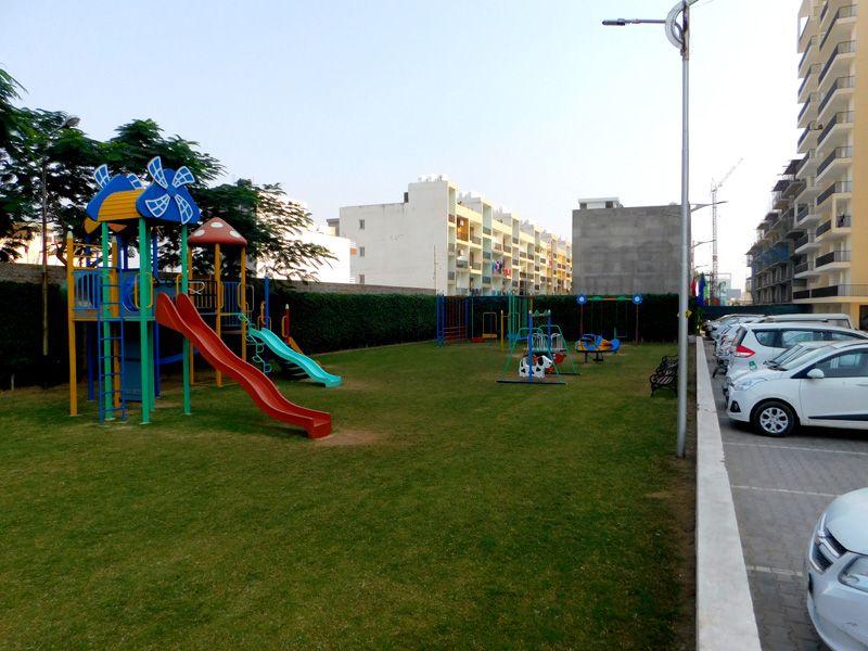 3bhk flats in zirakpur highland park kids play area-cascade buildtech