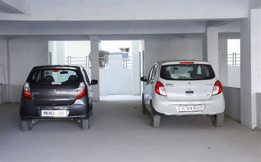 Grace homes car parking Ready to move 3bhk apartments with lift on vip road